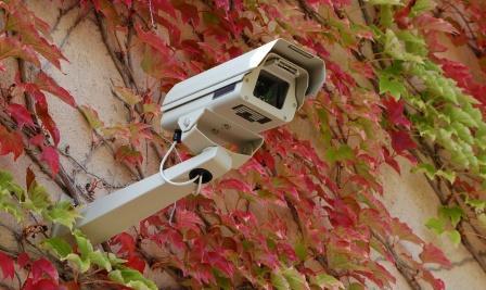 surveiller sa maison cam ra surveillance vid o surveillance. Black Bedroom Furniture Sets. Home Design Ideas