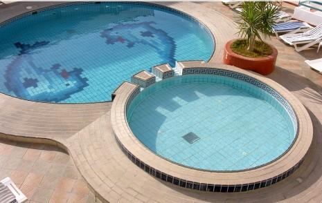 Construire piscine piscine en dur construction piscine for Piscine en dur