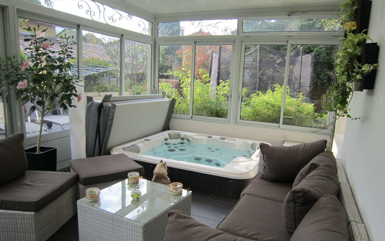 installer un spa chez soi conseils et infos. Black Bedroom Furniture Sets. Home Design Ideas