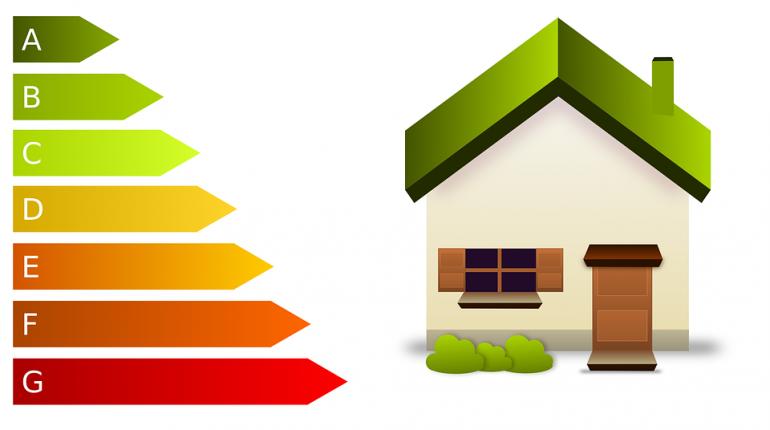 dessin d'une maison et des différents niveaux de consommation d'énergie