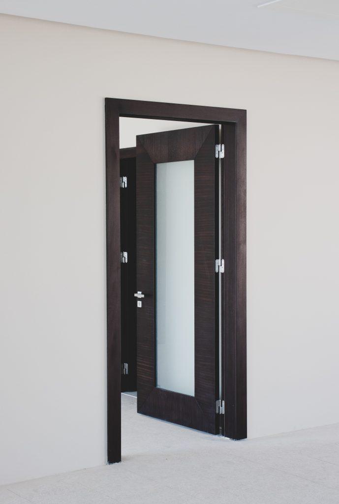 Porte vitrée opaque en PVC