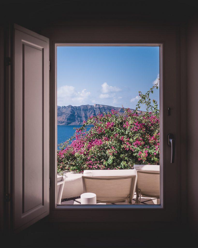 Fenetre ouverte sur terrasse