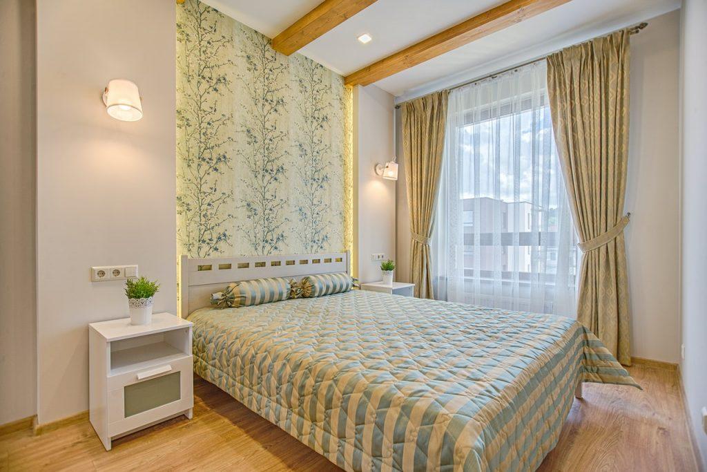 chambre décorée en jaune et vert